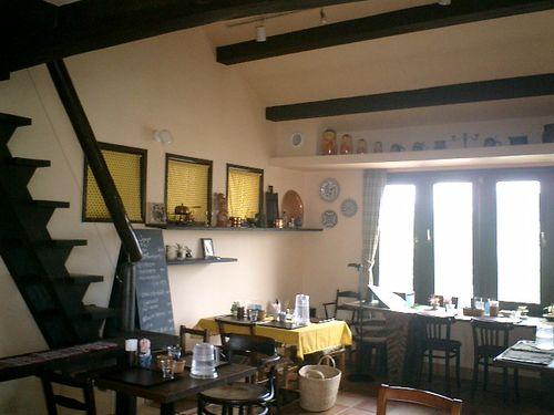 07) 客室B(その2)_日常のダイニング&キッチンでもあるのかも?