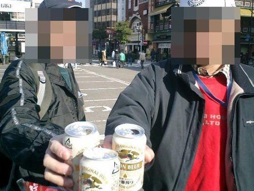 06) 10:57 ビールで祝杯。M.O.2号氏&隊長Y.K.氏