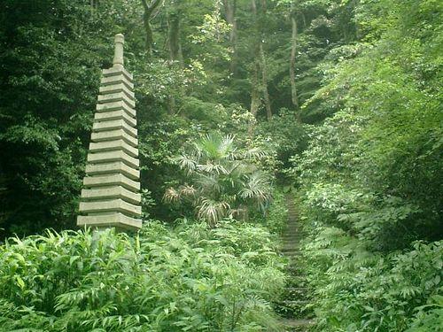 12) 墓地の奥へ登ったところにも建立されていた09)と同じようなストゥ