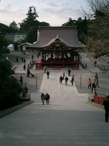 06) 鎌倉市雪ノ下「鶴岡八幡宮」 本殿から、舞殿方向を振り返る