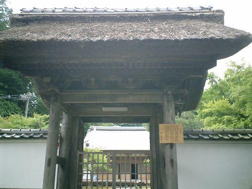 03)「長寿寺」茅葺の山門