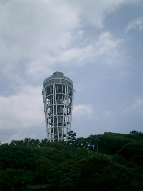 59) 帰路途中から見た、新 ' 江の島展望灯台 '。_12:51pm頃