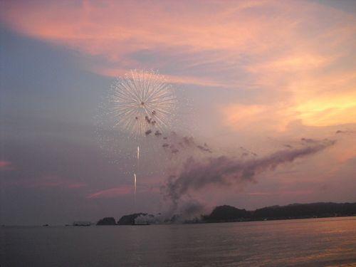 07) 「'10鎌倉花火大会」開始_材木座海岸飯島地区から撮影