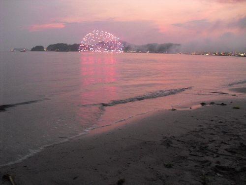 10) 「'10鎌倉花火大会」開始_材木座海岸飯島地区から撮影