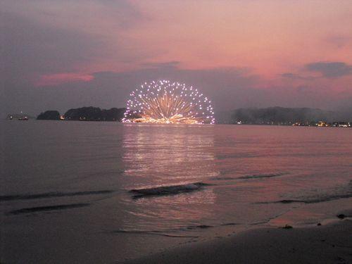 14) 「'10鎌倉花火大会」開始_材木座海岸飯島地区から撮影