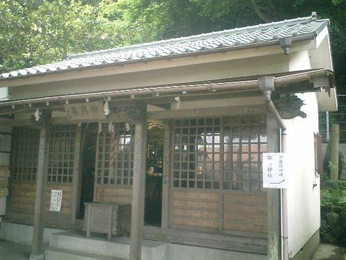 """03) 境内正面は """"神輿庫""""_「五所神社」"""