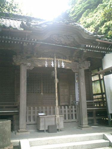 04) 境内左が社殿_「五所神社」