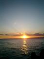05) 逗子マリーナ先端東から、伊豆半島へ落ちる夕日を撮った。