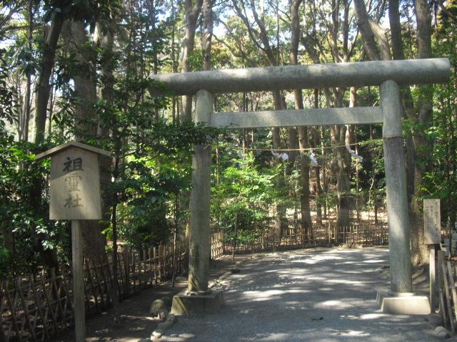 22) ' 祖霊社 ' 鳥居