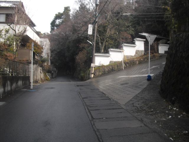 05) 奥へ進むと、鎌倉市今泉へ抜ける。今回は右折して、ハイキングコース入口まで行って引き返す。