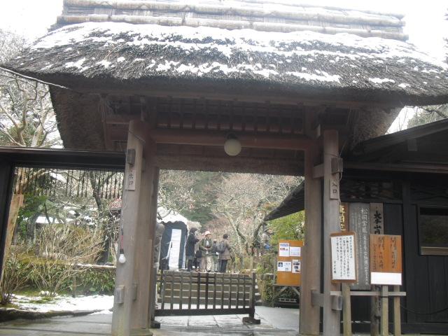 03) 雪の日、鎌倉「東慶寺」梅の頃。11.02.12