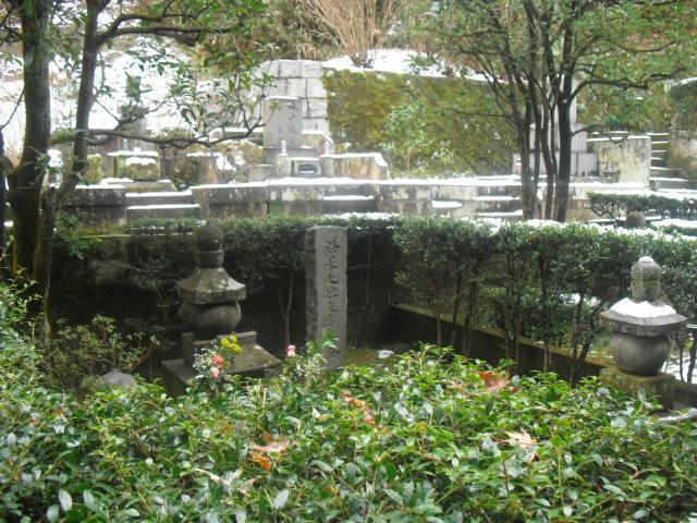 31) 雪の日、鎌倉「東慶寺」梅の頃。11.02.12