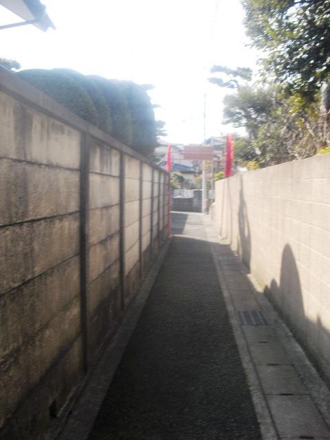 11) 写真10)を左折したところの路地。