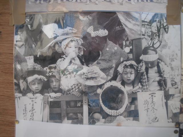 15) 掲示板に貼られていた古い写真