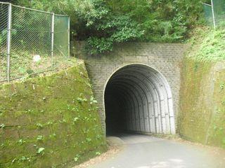 10) 笛田6丁目と極楽寺4丁目を繋ぐトンネル 「笛田側」。_ 09:42am