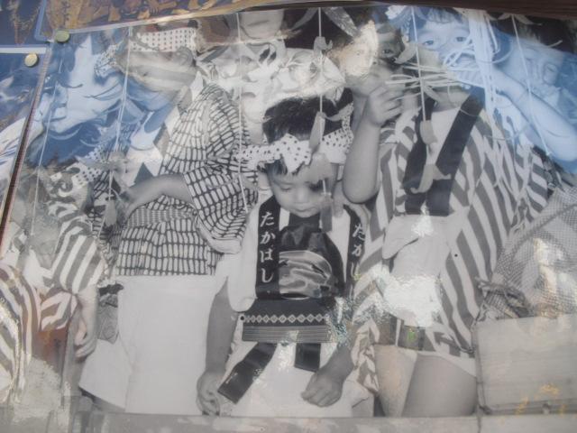22) 掲示板に貼られていた古い写真