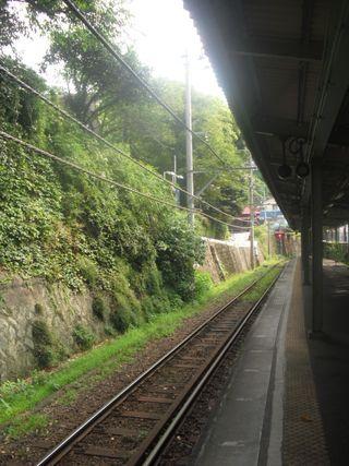 02) 「江ノ電 極楽寺駅」 ホーム _ 09:19am
