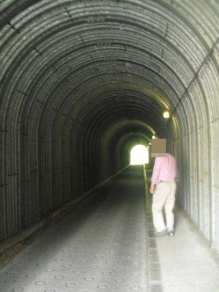 08) 極楽寺4丁目と笛田6丁目を繋ぐトンネル内を進行中 _ 09:41am