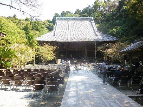 08) 二天門から見た、' 祖師堂 '。_ 今日はコンサート・イベント開催で、その準備最中だった。