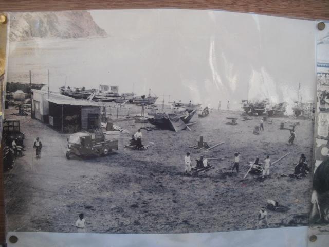 18) 掲示板に貼られていた古い写真