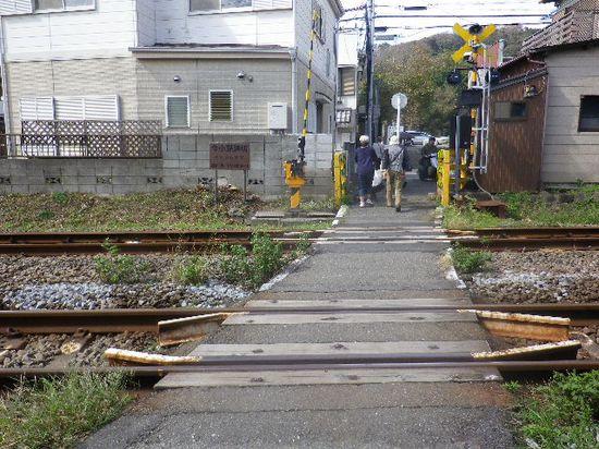 01) JR横須賀線「今小路踏切」