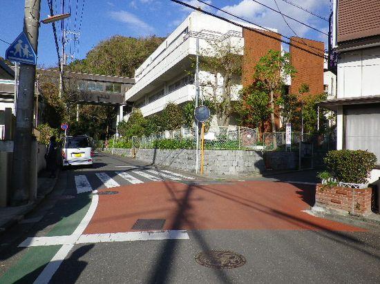 07) 「稲村ガ崎小学校」周辺の分かれ道 _ 9:17am頃