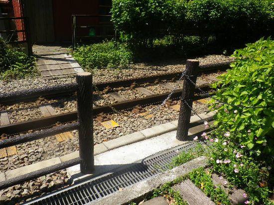 09) 江ノ電線路を渡って家へ入るのが当たり前の当地周辺