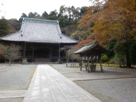 6-03) 二天門と直線状に並ぶのが ' 祖師堂 '。因みに、本堂は 6-01)撮影場所手前左側の階段を登った場所で 二天門よりも手前に在る。