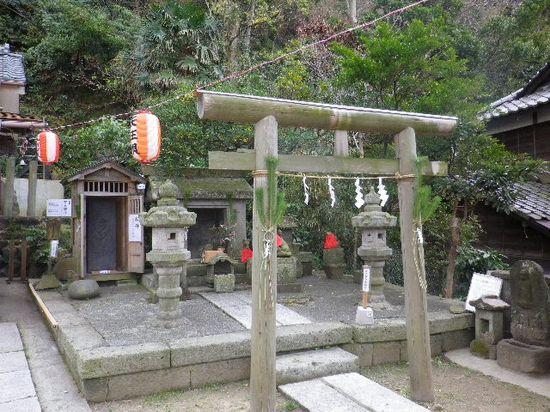 1-38) 「五所神社」境内 石上神社