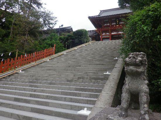 08) 階段の右側から
