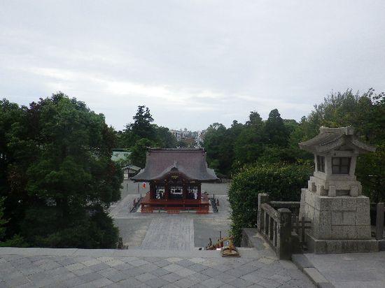 10) 本殿前から、舞殿→三ノ鳥居→段葛 方向を見る。