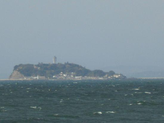 04) 江ノ島をズーム_逗子マリーナから
