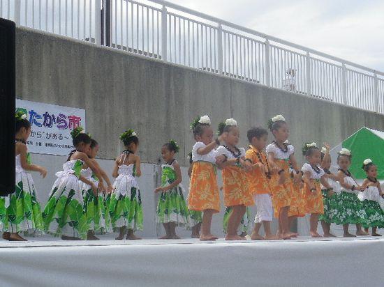 12-13) フラ・ダンサーの、幼少部?