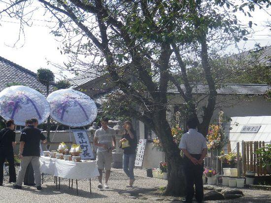 02) 動物慰霊祭が営まれていた