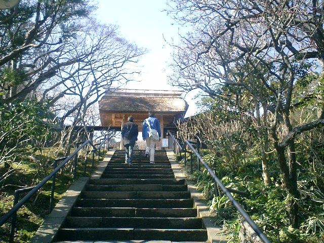"""05)山門への階段。""""駆け込み寺""""への階段。"""