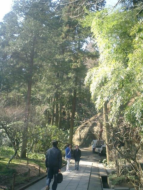 15)東慶寺、墓苑入口付近