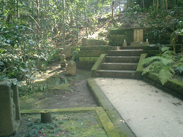 24)東慶寺、和辻哲郎の墓遠景