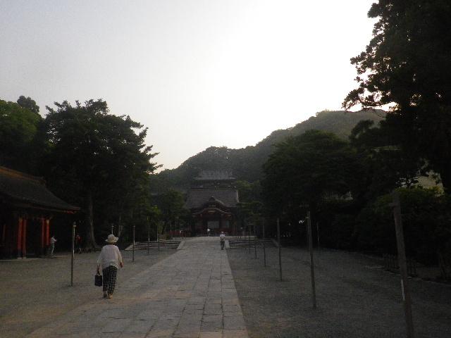 02) 二階堂「覚園寺」から長谷「長谷寺」へ向かう際に、' 流鏑馬馬場道 ' を通って ' 参道 ' と合流した際に一礼して撮った。