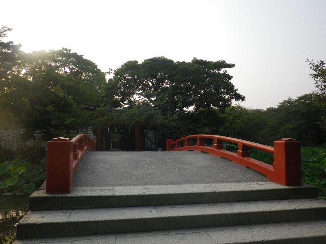 04) 「旗上弁財天社」への橋