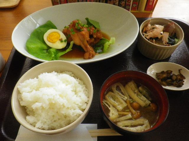 01) 「ランチ」 チキン甘辛煮、他。 ドリンク付き。 _ 「かまくら ふれんず」 鎌倉市御成町