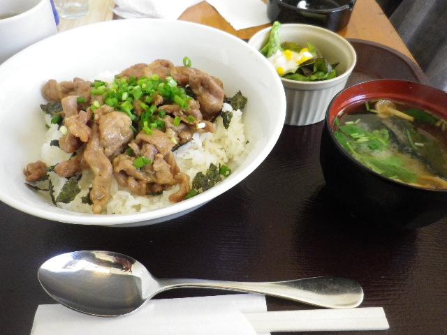 ドリンク付きランチ「豚肉照り焼き丼」 ¥550 _ 「かまくら ふれんず」 鎌倉市御成町