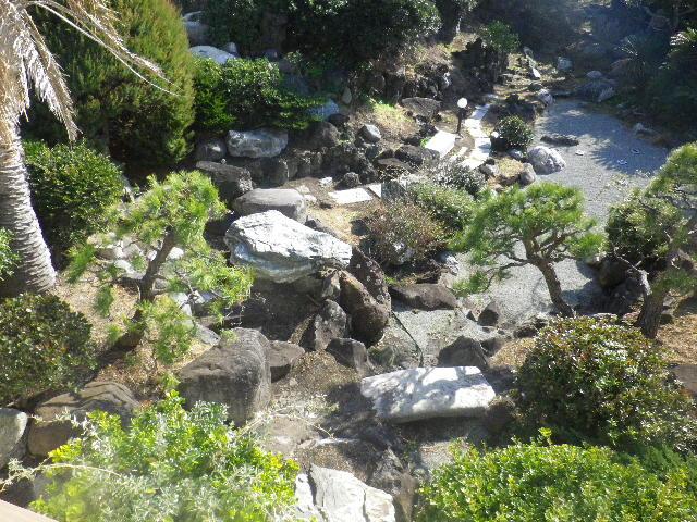 03) 元の邸宅庭園の名残りを見る