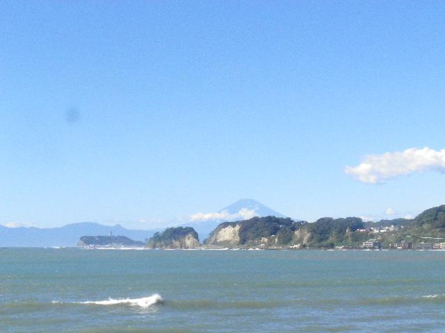 """01-1)  14.10.14台風一過で見られた、"""" 夏仕様 """" の富士山。_ 鎌倉市材木座「和賀江島」周辺から"""