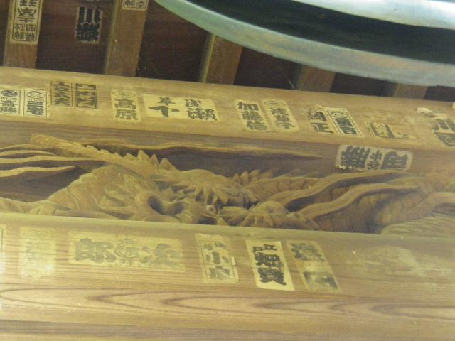 32-2)  15.09.19 鎌倉「宝戒寺」萩をかき分けて境内を歩く季節