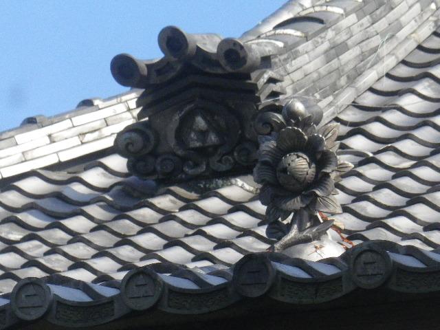 36-3)  15.09.19 鎌倉「宝戒寺」萩をかき分けて境内を歩く季節