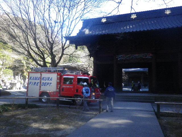 01)   16.01.25 消防訓練日だった、鎌倉「妙本寺」の梅。