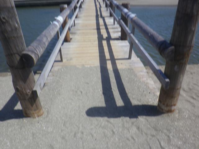 21-1)  由比ガ浜海岸_仮設橋_ 16.08.31 鎌倉海水浴場開設期間最終日 _ 材木座海岸 / 由比ガ浜海岸