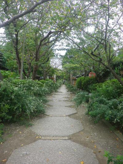 00-1) _ 16.09.29 鎌倉「宝戒寺」 ' 萩の寺 ' とも呼ばれるが、今年の花は台風に甚振られた。
