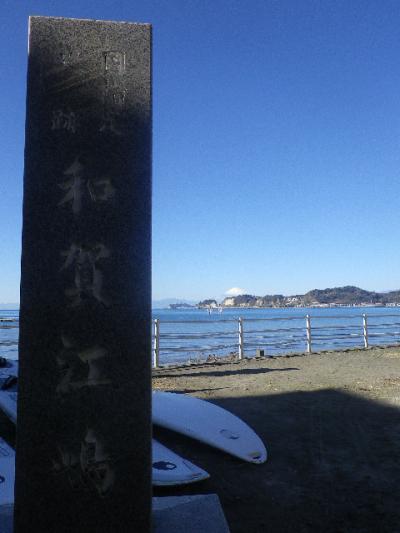 03-1) 左枠外が「史跡 和賀江島」へ ' 通じる ' 短い坂道。