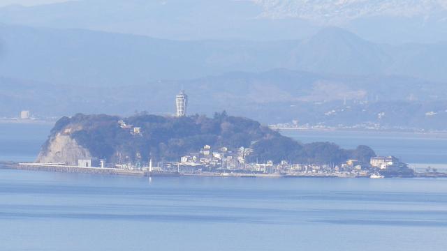 05-1) 江の島 展望台下 04-1)の柵から撮った。 17.01.01 平成二十九年 元旦 逗子「披露山公園」